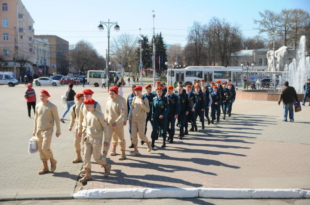 В преддверии Дня пожарной охраны России в Рязани состоялся автопробег и выставка пожарно-спасательной техники