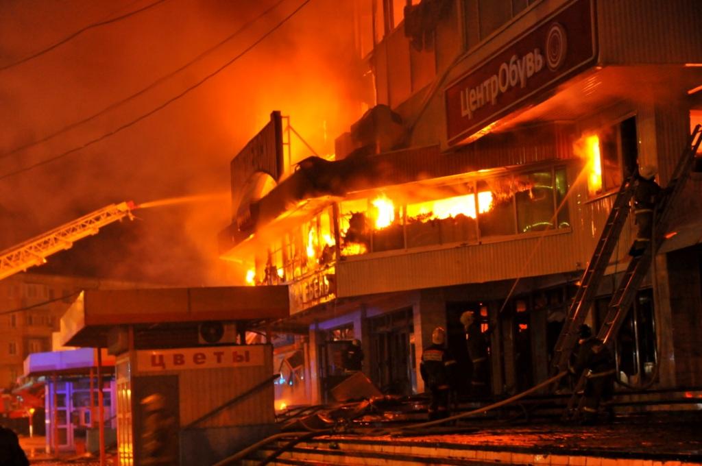 Тушение пожара в торговом центре в Рязани
