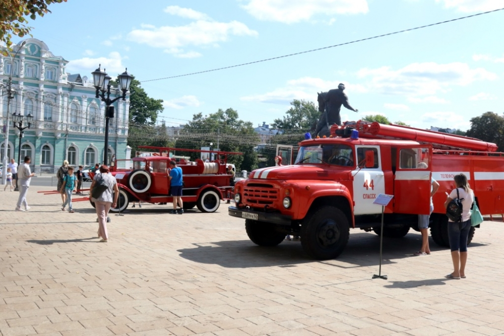 В последний день I Международного форума древних городов на улице Почтовой в Рязани Главное управление МЧС России по Рязанской области представило выставку пожарной техники