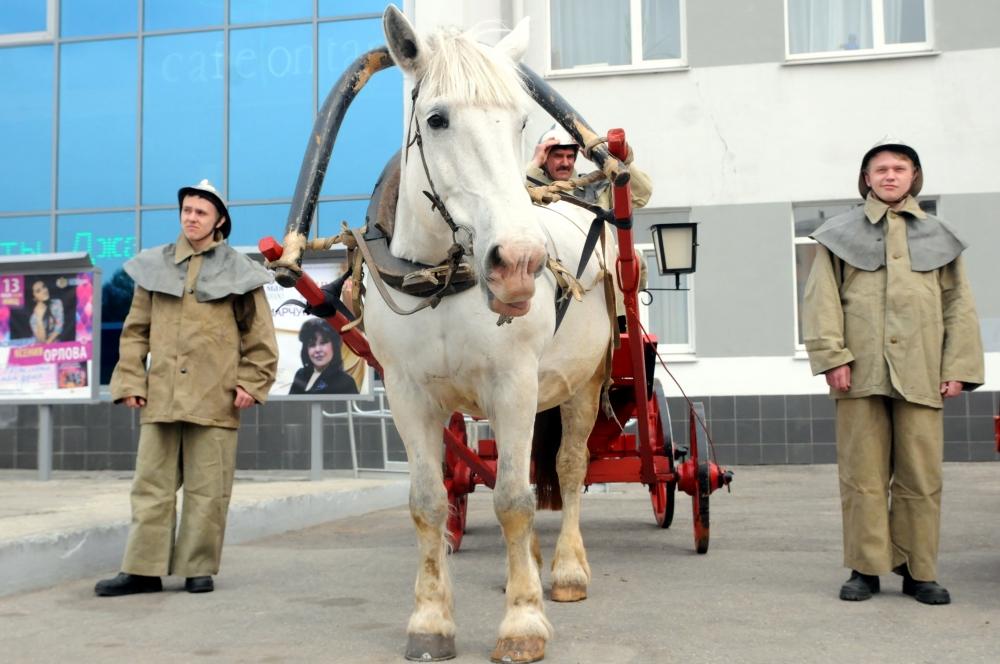 В преддверии Дня пожарной охраны России Рязанские огнеборцы показали не только современную пожарно-спасательную технику и оборудование, но и пожарный конный обоз