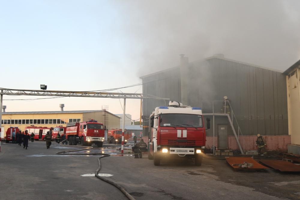 Пожар на складе сельхозназначения в городе Рязани