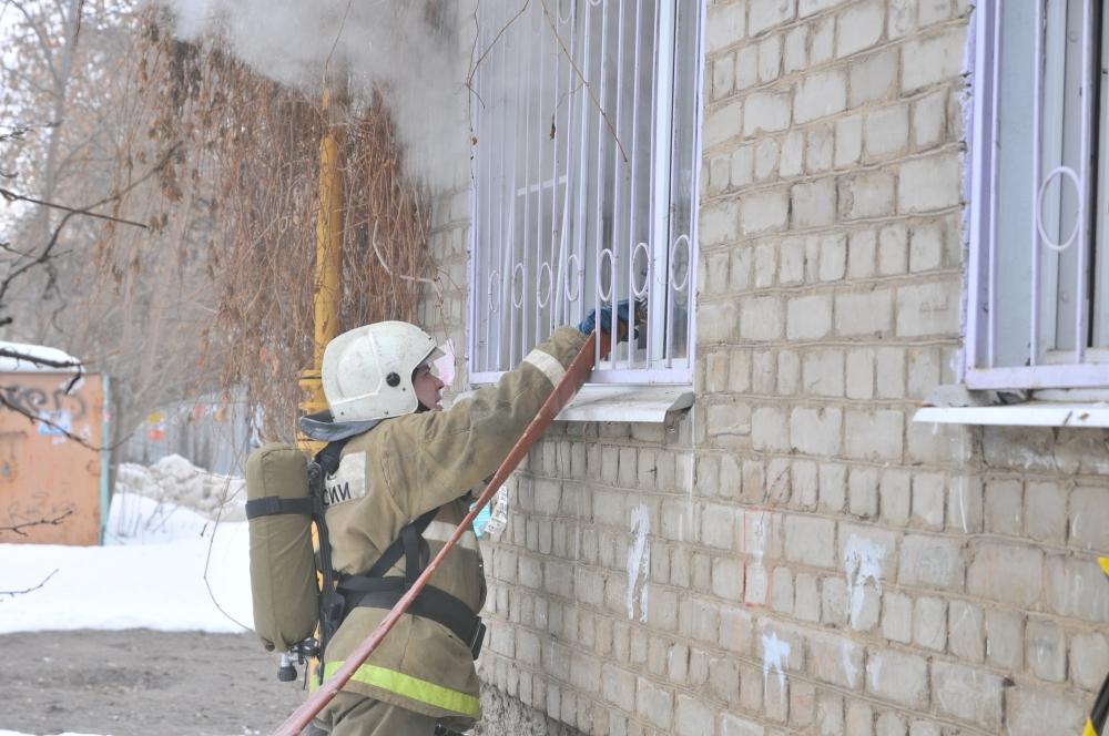Тушение пожара на улице Фирсова города Рязани