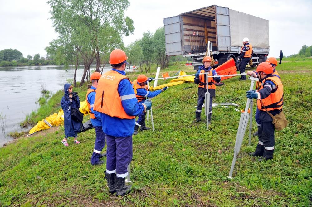 Учения по ликвидации последствий аварий на нефтепроводе в поселке Шилово Рязанской области