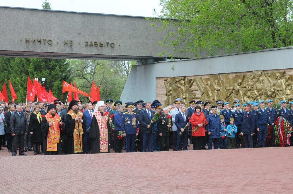 Церемония возложения цветов на Скорбященском мемориале