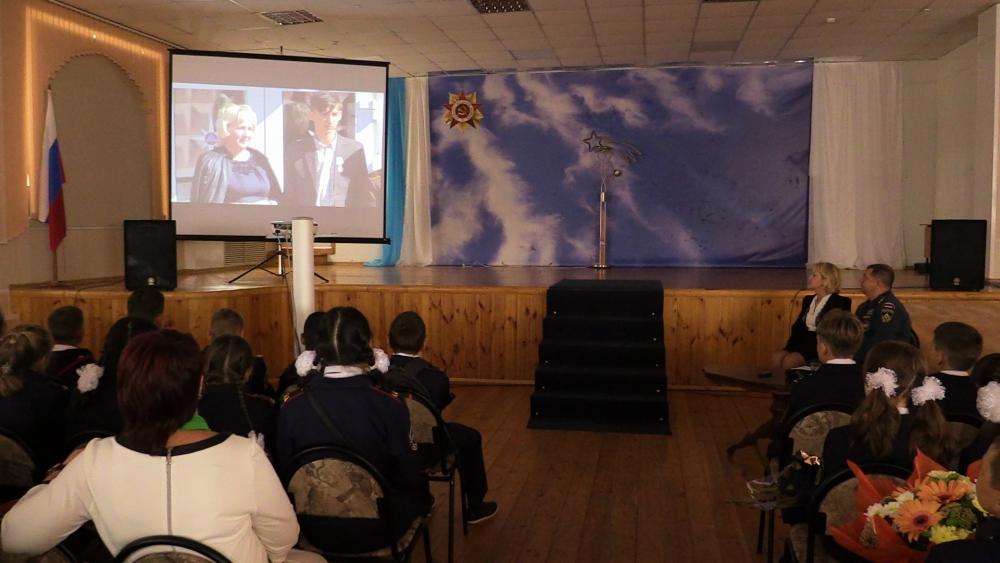 Начальник Главного управления МЧС России по Рязанской области Сергей Филиппов присутствовал на торжественной линейке в школе №47 города Рязани