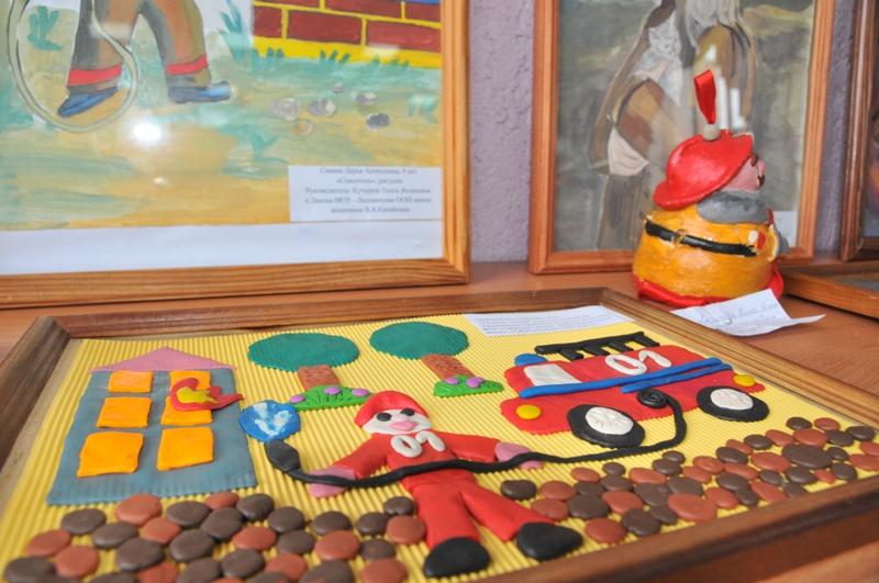 Фотовыставка «Мы первыми приходим на помощь и служим людям», посвященная 25-летию МЧС России, открылась в школе №39 города Рязани