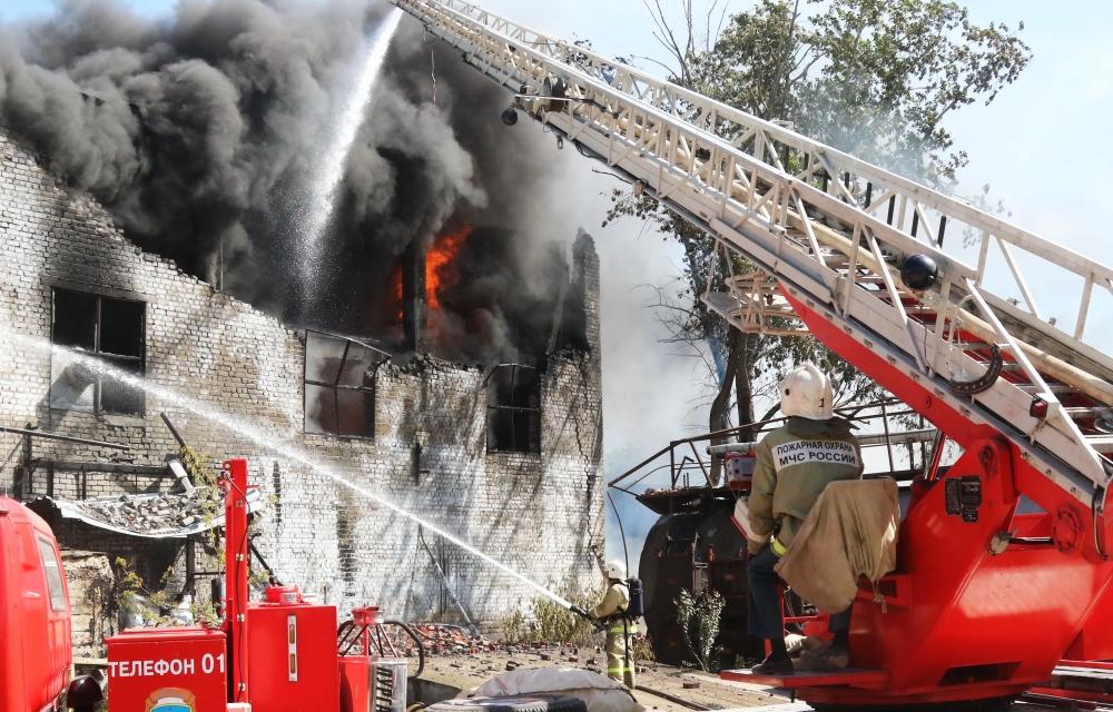 Пожар на территории промышленного предприятия