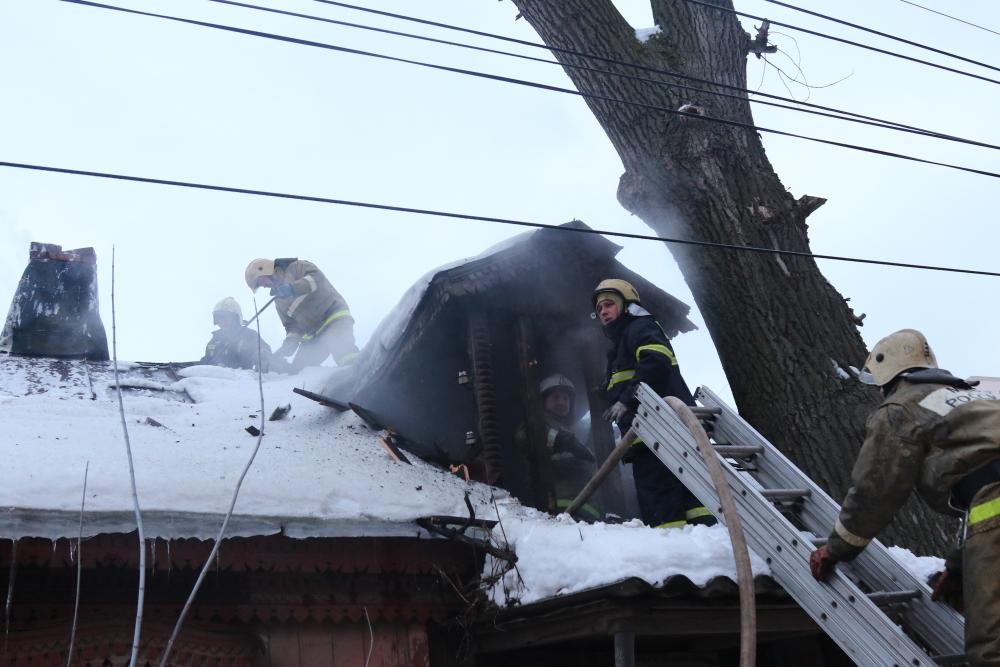 Тушение пожара в частном доме в городе Рязани