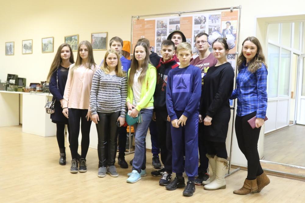 Учащиеся Екимовской школы Рязанского района познакомились с фотовыставкой посвященной Году гражданской обороны