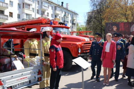На театральной площади города Рязани прошла выставка пожарно-спасательной техники