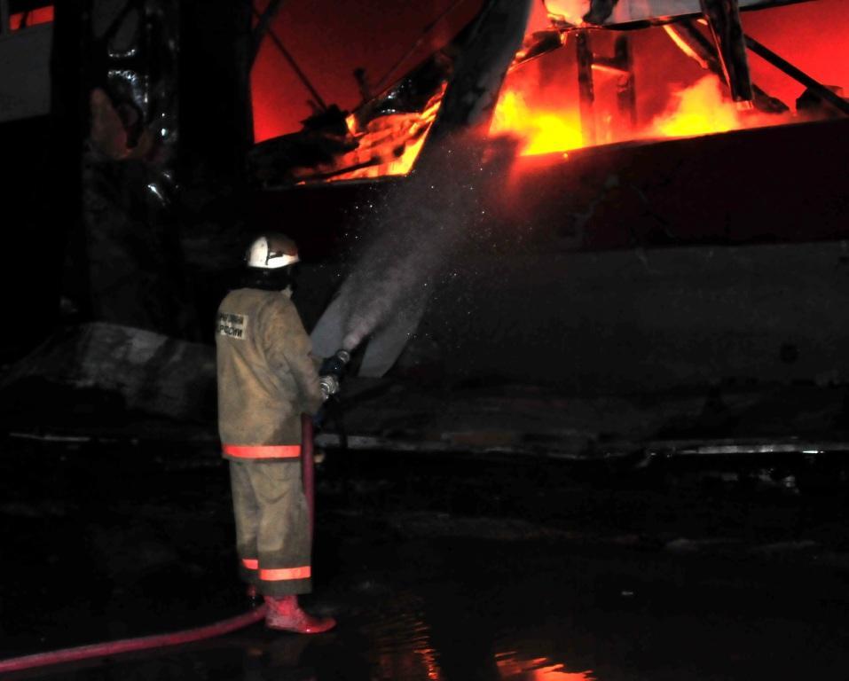 Тушение пожара в складе на 197 километре автодороги Москва - Челябинск