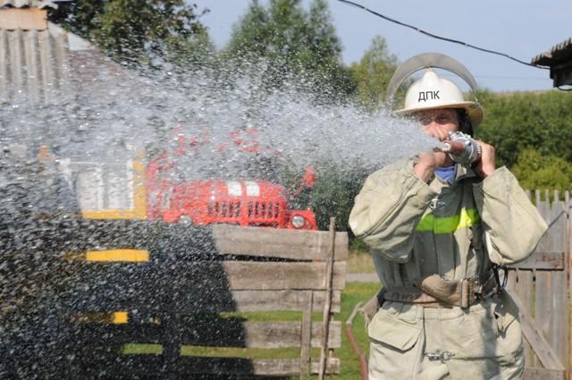 Добровольцы в борьбе с огнем