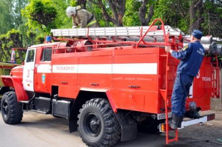 Тушение пожара на ул. Яхонтова города Рязани