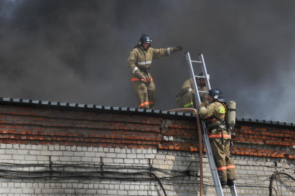 Тушение пожара на предприятии