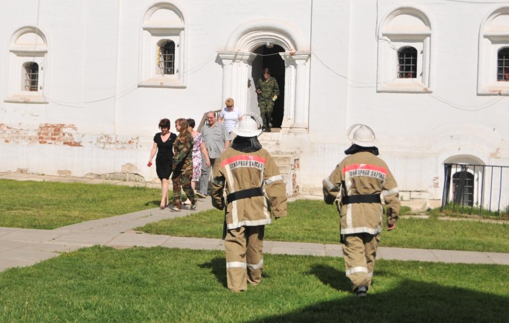 Тренировка по тушению пожара в Рязанском кремле