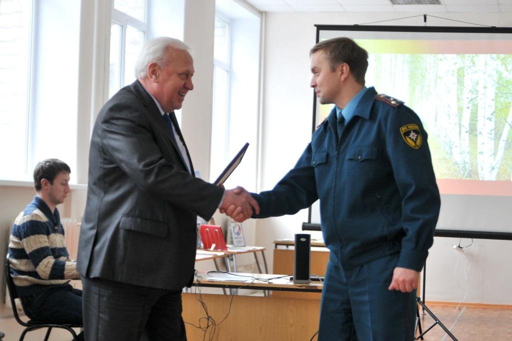 Студентам-добровольцам пожарной охраны Рязанской области передано пожарно-техническое оборудование