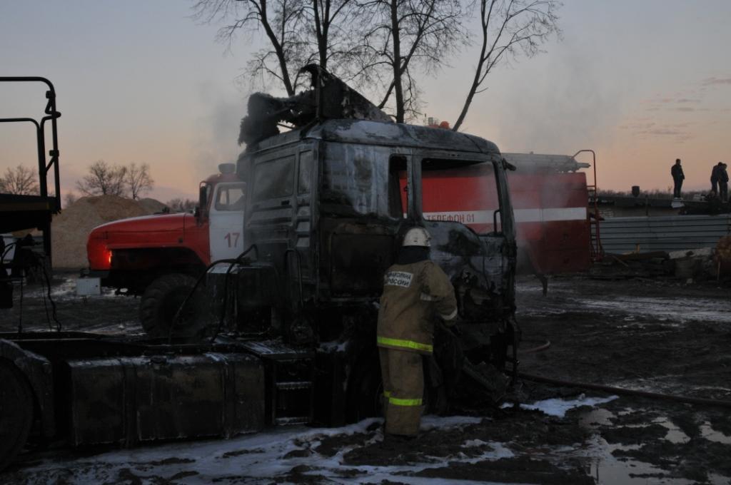 Тушение пожара в автомобиле МАН