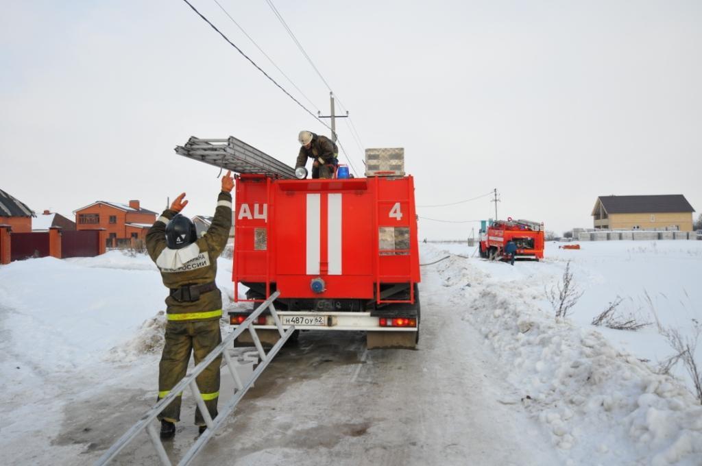 Тушение пожара в бане в поселке Канищево города Рязани