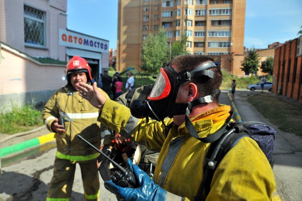 Тушение пожара в магазине на улице Новаторов города Рязани