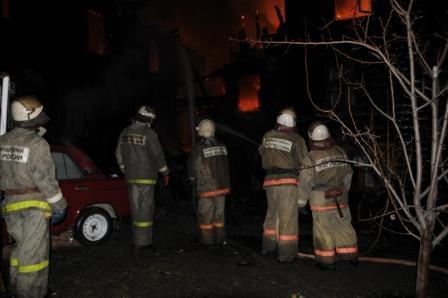 Пожар в двухэтажном жилом доме на улице Сенная.