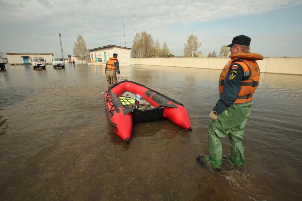 Оказание помощи пострадавшим от подтопления в поселке Кадом Рязанской области