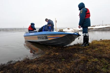 Работа лодочной переправы у села Быково Кораблинского района