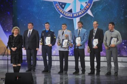 Двух работников скорой медицинской помощи Рязани, спасших детей во время пожара, поощрили на торжественной церемонии награждения победителей VIII Всероссийского фестиваля «Созвездие мужества»