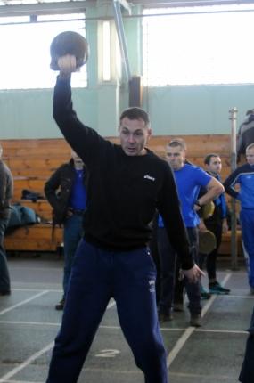 Рязанские пожарные и спасатели соревновались в гиревом спорте