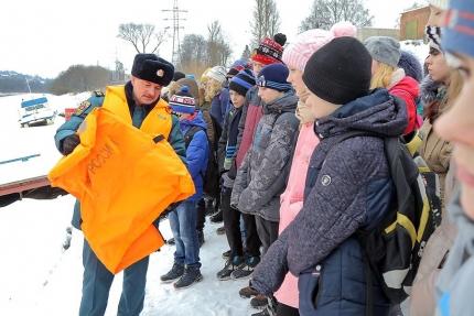 Урок безопасности в зимний период от инспекторов ГИМС (4.02.2017)