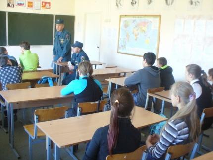 В рамках Года гражданской обороны смоленские огнеборцы проводят уроки ОБЖ (21.04.2017)