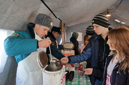 Смоленские спасатели развернули Крещенскую полевую кухню (19.01.2017)