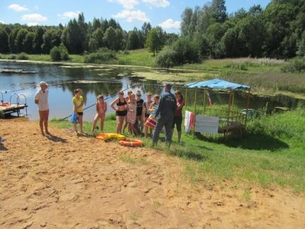 Спасать и спасаться, научили детей инспекторы ГИМС МЧС России в загородном лагере «Орлёнок»