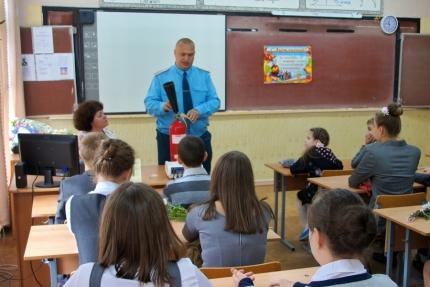 Сотрудники МЧС России в первый день учебного года проведут уроки пожарной безопасности