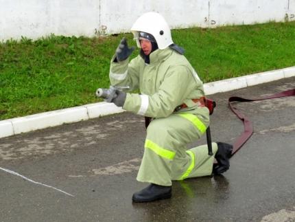 В Смоленске прошли соревнования среди пожарных добровольцев
