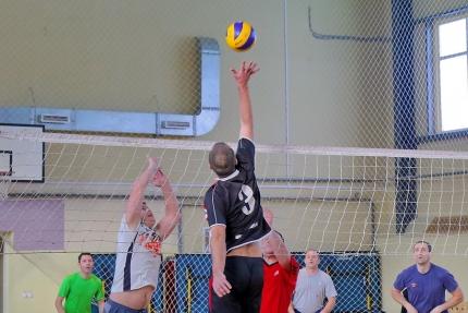 В Главном управлении МЧС России по Смоленской области состоялся товарищеский матч по волейболу (3.01.2017)