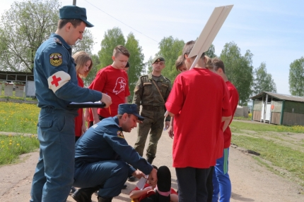 В Смоленске прошла военно-спортивная игра «Зарница 2017» (24.05.2017)