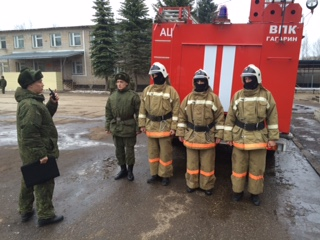 Совместная тренировка пожарных-спасателей и военных