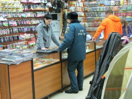 Инспекторы ГИМС провели профилактическую работу в магазинах охоты и рыбалки (24.01.2017)