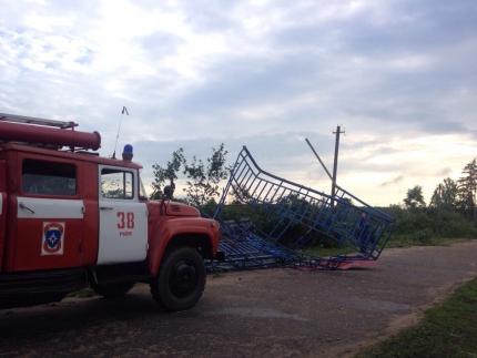 Спасатели принимают участие в ликвидации последствий непогоды в Руднянском районе