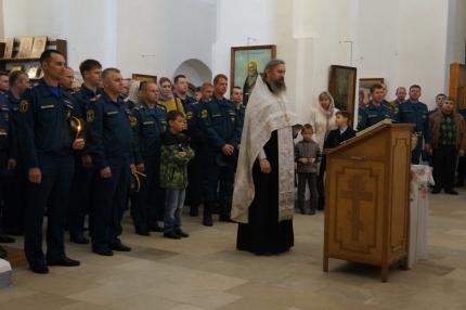 Сотрудники МЧС России приняли участие в праздничном молебне в честь иконы Божией Матери, покровительствующей пожарным