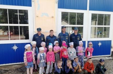 (11.07.2018) Огнеборцы напомнили воспитанникам детского сада «Одуванчик» о безопасности