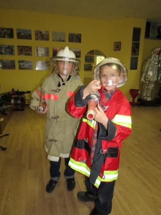 Воспитанникам детского еврейского лагеря «Ган Исроэль» о службе пожарных и спасателей