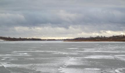 Лед на водоемах становится тоньше, делается пористым, рыхлым и непрочным!