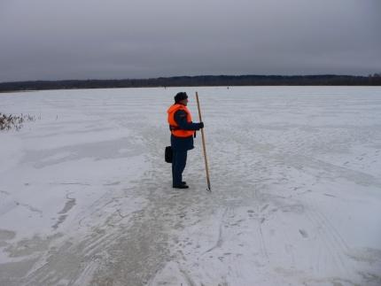 Отправляясь на зимнюю рыбалку, ознакомьтесь с информацией о толщине льда!