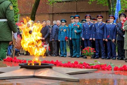 (08.05.19) Памяти героев. В Смоленске прошел торжественный митинг, посвященный Дню Великой Победы