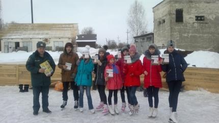 Катаясь на коньках, школьники узнали о безопасности (14.02.2017)
