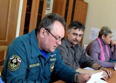 С главами поселений Кардымовского района обсудили вопросы по пожароопасной обстановке (07.04.2017)