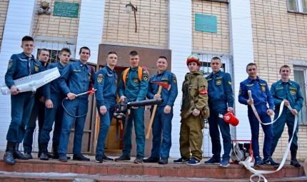 Лесопожарная служба Смоленской области информирует: Молодые специалисты в области пожарной безопасности познакомились с профессией лесного пожарного