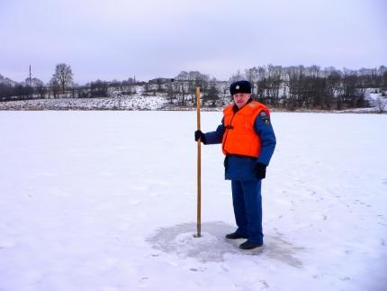 Прежде чем вооружится удочкой и отправляться к водоему, следует ознакомиться с толщиной ледового покрытия на нем