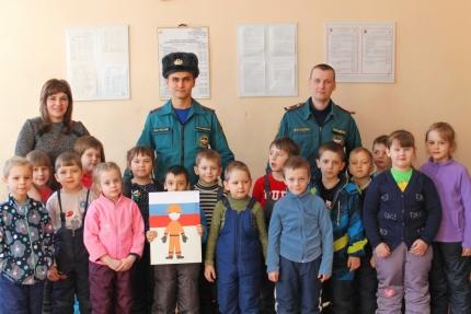 Дошкольники поздравили вяземских огнебрцев с наступающим Днем защитника Отечества